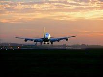 Vliegtuigen die 2 landen Stock Afbeeldingen