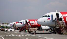 Vliegtuigen die bij de luchthaven dokken royalty-vrije stock foto
