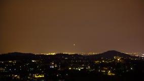 Vliegtuigen die bij Nacht Timelapse landen stock video