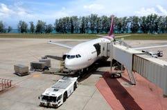 Vliegtuigen die in de luchthaven worden geparkeerd Royalty-vrije Stock Foto's