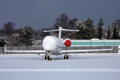 Vliegtuigen die in sneeuw zijn vastgelopen Royalty-vrije Stock Foto's