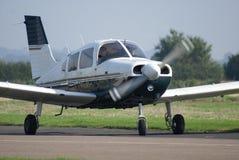 Vliegtuigen die voorbereidingen treffen op te stijgen Royalty-vrije Stock Foto's