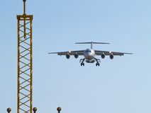 Vliegtuigen en het landen lichten die landen. royalty-vrije stock afbeelding