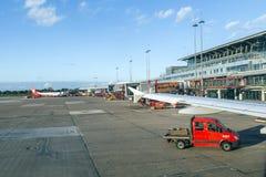 Vliegtuigen in Hamburg bij Terminal 2 Stock Fotografie