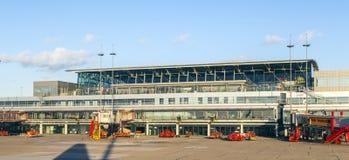 Vliegtuigen in Hamburg bij Terminal 2 Stock Foto