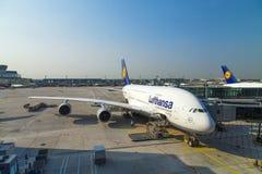 Vliegtuigen klaar voor het inschepen Stock Foto
