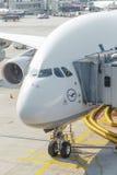 Vliegtuigen klaar voor het inschepen Stock Foto's