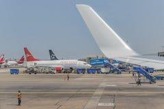 Vliegtuigen in Lima Airport Peru worden geparkeerd dat royalty-vrije stock afbeelding