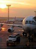 Vliegtuigen in luchthaven Stock Foto