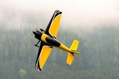 Vliegtuigen - ModelAircraft - lage vleugelkunstvliegen Stock Afbeelding