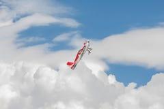 Vliegtuigen - ModelAircraft - lage vleugelkunstvliegen Royalty-vrije Stock Foto