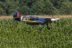 Vliegtuigen - ModelAircraft - lage vleugelkunstvliegen Stock Foto