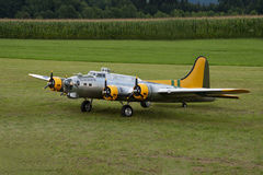 Vliegtuigen - ModelAircraft - lage vleugelkunstvliegen Royalty-vrije Stock Foto's