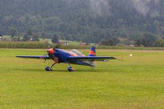 Vliegtuigen - ModelAircraft - lage vleugelkunstvliegen Stock Afbeeldingen