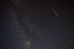 Vliegtuigen op de achtergrond van de Melkweg Royalty-vrije Stock Fotografie