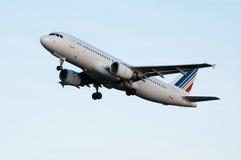 Vliegtuigen op start royalty-vrije stock foto