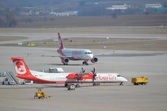 Vliegtuigen op taxibaan royalty-vrije stock fotografie