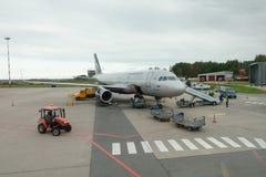 Vliegtuigen van de luchtvaartmaatschappij van Aeroflot in de luchthaven Khrabrovo Stock Foto