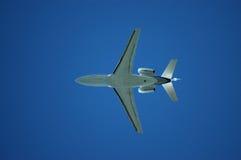 Vliegtuigen van onderaan Stock Foto's