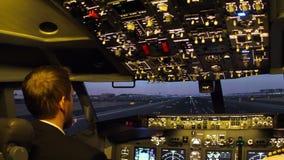 Vliegtuigen voor de burgerluchtvaartcockpit stock video