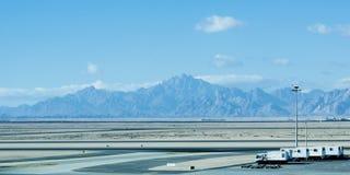 Vliegtuigengrond Behandeling bij de Luchthaventerminal royalty-vrije stock fotografie