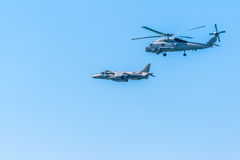 Vliegtuigenplunderaar plus en Helikopter Seahawk Stock Foto