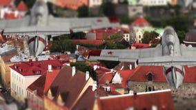 Vliegtuigenvlieg over de stad stock video