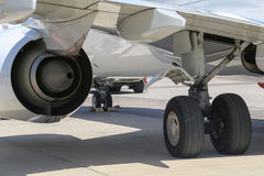 Vliegtuigenwiel en motor royalty-vrije stock afbeeldingen