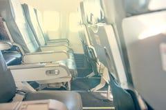 Vliegtuigenzetels en vensters Stock Fotografie