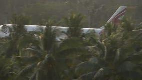 Vliegtuigluchtbus 330 die landen stock videobeelden