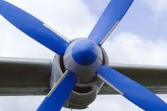 Vliegtuigpropeller op de vleugel Stock Foto