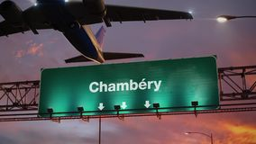 Vliegtuigstart Chambéry tijdens een prachtige zonsopgang frans royalty-vrije illustratie