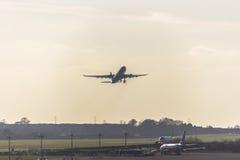 Vliegtuigstart in Dublin Airport, Ierland, 2015 Royalty-vrije Stock Foto's