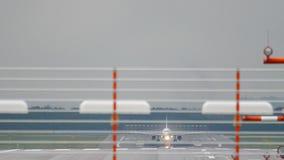 Vliegtuigstart van de luchthaven van Dusseldorf stock footage