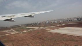 Vliegtuigstart van luchthaven stock footage