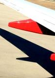 Vliegtuigvleugel en schaduw Stock Afbeelding