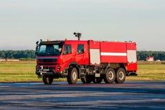 Vliegveld firetruck bij de luchthaven Royalty-vrije Stock Foto's