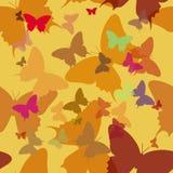 Vlinder, naadloos patroon op gele achtergrond Royalty-vrije Stock Afbeelding