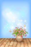 Vlinder van de lente de roze bloemen op hemelachtergrond Royalty-vrije Stock Afbeeldingen