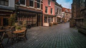Vlissingen Zeeland, Holland/Nederländerna - November 2017: Det lilla hörnet med traditionella holländarehus och shoppar i shoppin Arkivfoto