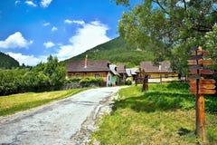 Vlkolinec,斯洛伐克- 6月28 2017年:有民间建筑学的山村特点中欧类型 免版税库存图片