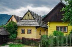 Vlkolinec - en historisk by i Slovakien Royaltyfri Fotografi