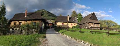 Vlkolinec - slovak by som listas på lista för UNESCOvärldsarv royaltyfri foto