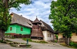 Vlkolinec traditionell by i Slovakien, Europa Arkivfoton