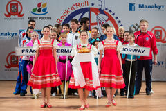 Välkomna deltagarna av världsmästerskapet på akrobatiskt vagga n-rulle Royaltyfria Foton