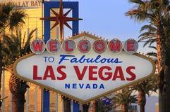 Välkomnande till det sagolika Las Vegas tecknet på natten, Nevada Royaltyfri Fotografi