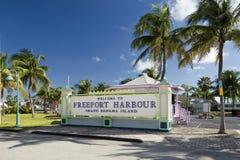 Välkomnande till Freeporthamnen, storslagen Bahama ö Arkivfoto