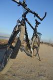 vélo de fond d'isolement au-dessus du blanc de sport Image stock
