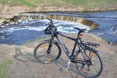 vélo de fond d'isolement au-dessus du blanc de sport Photographie stock