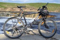 vélo de fond d'isolement au-dessus du blanc de sport Photographie stock libre de droits